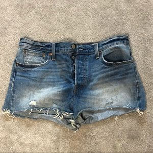 Levi's high rise denim shorts. Size 32.
